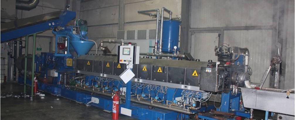 Unidad de reciclaje de hilo de poliamida 6/66  con  nueva extrusora doble husillo corrotante COMAC EBC108HT/48d